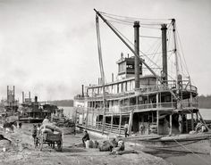 Detroit Publishing Co. Rollin' on the river 1900 The levee and the sternwheeler Falls City, Vicksburg, Mississippi Ilargi: After a wee. Old Pictures, Old Photos, Amazing Pictures, Vicksburg Mississippi, Mississippi Delta, Mississippi Queen, Shorpy Historical Photos, Gabriel, Louisiana History