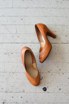 vintage 1950s shoes / leather 50s heels / Bouton by DearGolden