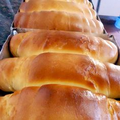 Homemade Bread with Baking Yeast - Chef's Meals Other Recipes, Sweet Recipes, Easy Banana Bread, Pan Bread, Portuguese Recipes, Dessert Bread, Healthy Chicken Recipes, Coffee Cake, Hot Dog Buns