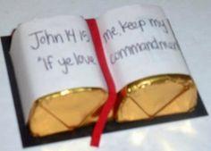 Pequeña Biblia de Chocolate. Recuerdo de Primera Comunión.