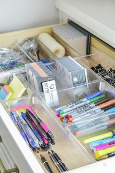 13 Smart Home Office Organization Ideas For You When I work at home and spend my time staying in my home office, I want it to be super organized! Here are 13 smart home office organization ideas for you Organisation Hacks, Home Office Organization, Organizing Tips, Organizing Ideas For Office, Craft Organization, Organising, Stationary Organization, Organizing Drawers, Organize Office Supplies