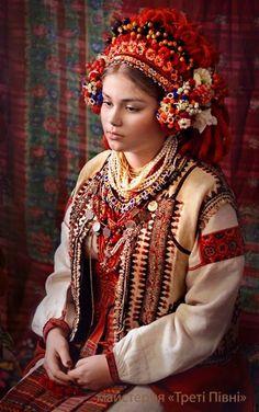 20 чудових жіночих фотопортретів у традиційних українських костюмах від майстерні Треті півні