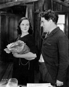 Paulette Goddard & Charlie Chaplin in Modern Times Paulette Goddard, Vevey, Silent Film Stars, Movie Stars, Classic Hollywood, Old Hollywood, Hollywood Actresses, Charlie Chaplin Modern Times, Charly Chaplin