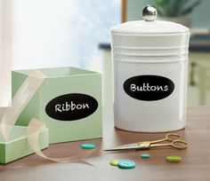Add a pretty touch to craft and accessories containers with these fun chalkboard labels. Just write, erase and write again as needed. #Avery