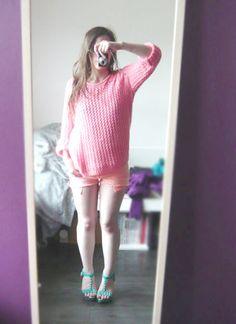 ネオンピンク透かし編みニット、オレンジショーパン、ゴールドスタッズ付きグリーンウェッジサンダル #neon knit, orange #short pants, green wedge sandals #ootd #fashion
