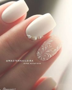 35 spring wedding nail ideas to copy 5 practical ways to apply nail polish without errors Es ist fast eine Prüfung, Nagellack richt White Nail Designs, Best Nail Art Designs, Floral Designs, Fantastic Nails, Cute Nails, Pretty Nails, Monogram Nails, Nails Yellow, Pink Nails