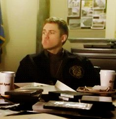 (gif) Graceland.. Mike eating donuts.