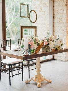 Elegant sweetheart table at Kampong Photography: Merari - merari.com