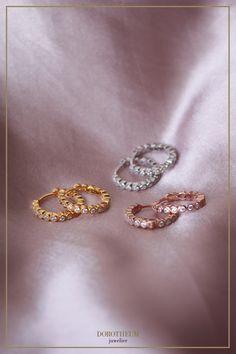 Süße Ohrringe für den Alltag! Perfekt zu jedem Modestil kombinierbar. Floral Maxi Dress, Wedding Rings, Jewels, Engagement Rings, Pretty, Fashion, Fashion Styles, Ear Piercings, Schmuck