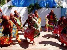 ETRE DIVIN AU FEMININ : Danse pour la Déesse   Danser, c'est puiser au fond de nous, explorer et utiliser notre énergie, notre Être tout entier. C'est un processus qui peut ouvrir de nouveaux horizons sur le chemin spirituel, donner un relief supplémentaire à des pratiques comme la méditation, la prière, la communion, l'offrande…