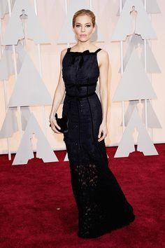Sienna Miller in Oscar de la Renta at the 2015 Oscars | Stylebistro.com