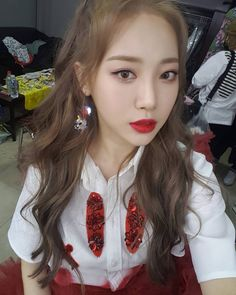 Buy Earrings for Women Choosing Hair Color, Girls Day Profile, Kim Ah Young, Daisy, Girl's Day Yura, Buy Earrings, Girl Sday, Grunge Girl, Ulzzang Girl