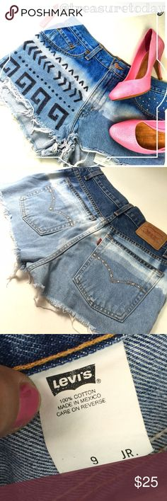 Levi Strauss Aztec Print Ombré Daisy Duke Shorts Cute cut off shorts in excellent condition. Some rhinestones missing but not very noticeable. Lots of life left. 9JR fits like women's so 6/7. Feel free to ask any question, I'm here to help! 🎉Offers welcome 🎉 Bundle 2 or more items and get %10 off instantly💕 all pictures are taken by me. Levi's Shorts Jean Shorts