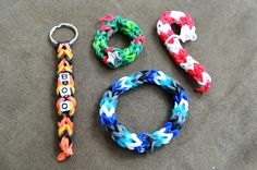 Rainbow Loom - Three Pin Chain pattern to cute! Rubber Band Crafts, Rubber Bands, Homemade Crafts, Diy Crafts, Rainbow Bread, Crazy Loom, Fun Loom, Rainbow Loom Patterns, Under The Rainbow
