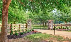 This Horse Property Proves That Everything's Bigger In Texas! - Page 2 of 13 Whether you've been actively searching for your dream horse property, or are just in need of some inspiration, this Texas home is just what the. Driveway Entrance Landscaping, Driveway Fence, Driveway Design, Fence Design, Backyard Landscaping, Driveway Border, Garden Design, Farm Gate, Farm Fence