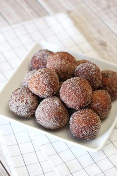 Well, donut holes at least. The fried kind. Not the baked donuts (which I do adore). I have been craving a fried donut for months. It's not easy finding one that is gluten, dairy and … Gluten Free Donuts, Gluten Free Baking, Vegan Gluten Free, Paleo, Vegan Sweets, Vegan Desserts, Dessert Recipes, Vegan Food, Easy Desserts
