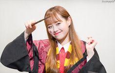 loona chuu it's loona chuu! South Korean Girls, Korean Girl Groups, Chuu Loona, Kim Jung, Olivia Hye, Sooyoung, Peach Colors, Nayeon, Bias Wrecker