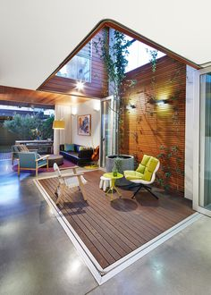 Small Contemporary Deck by elaine richardson architect
