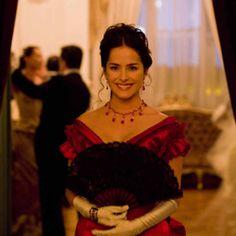 Beauty Queens, Bella, Latina, Actors & Actresses, Tv Series, Ruffle Blouse, Style Inspiration, Disney Princess, Spanish