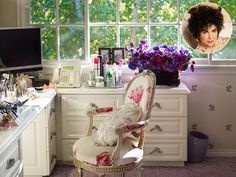 Secrets of Elizabeth Taylor's Amazing Home: Diamonds, Photos of Michael Jackson and a Lipstick Message from Colin Farrell http://www.people.com/article/elizabeth-taylor-home-revealed-in-new-book