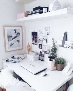 """""""Office inspo from @lilihalodecoration """""""