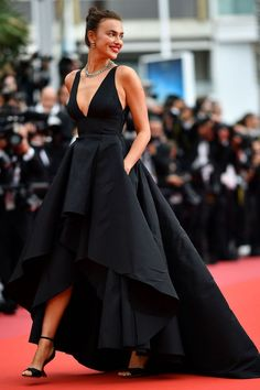 The 2018 Cannes Film Festival red carpet - Black Dresses - Ideas of Black Dresses - Getty Images 9 May Irina Shayk opted for a black gown with tiered skirt glistening green jewellery and Salvatore Ferragamo black satin heels. Gala Dresses, Evening Dresses, Formal Dresses, Black Evening Gowns, Gala Gowns, Club Dresses, Wedding Dresses, Traje A Rigor, Red Carpet Gowns