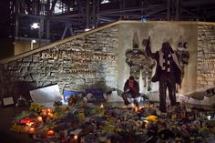 Memorial at Joe Paterno Statue