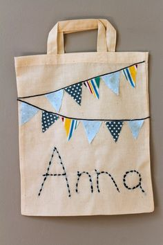 personalised cloth bag tutorial - So pretty, and easy to make. Lovely back-to-school craft :: a personalised bunting book bag - Pe Bags, Kids Bags, Sacs Tote Bags, Canvas Tote Bags, Sewing Crafts, Sewing Projects, Bunting Bag, Library Bag, Back To School Crafts