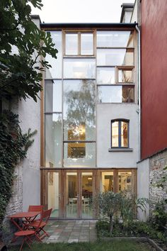 Renovation with extension of a mansion/ OFFICE U architects