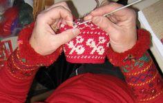 Tapestry Crochet in Finland « Tapestry Crochet Crochet Fabric, Tapestry Crochet, Crochet Flowers, Knit Crochet, Crochet Circles, Crochet Magazine, Yarn Over, Craft Organization, Single Crochet