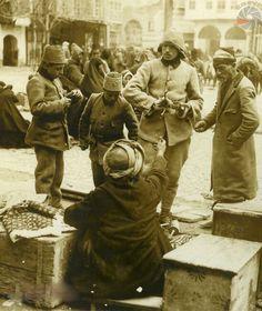 Alışveriş yapan Osmanlı askerleri, Şam, 1917...