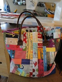 Scrap box bag♥ quilt as you go tutorial: Patchwork Bags, Quilted Bag, Bag Quilt, Quilt Top, Quilt As You Go, Fabric Bags, Scrap Fabric, Fabric Scraps, New Bag