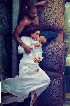 Kanye West Kim Kardashian and baby North photo by Annie Leibovitz for Vogue Look Kim Kardashian, Kardashian Family, Kardashian Jenner, Kardashian Kollection, Family Shoot, Annie Leibovitz Photography, Kim And Kanye, Interracial Love, Foto Instagram