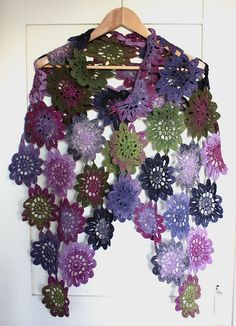 Wish I knew Japanese  Ravelry: d. Flower Motif Shawl (花モチーフのショール) pattern by Mayuko Hashimoto (橋本 真由子)
