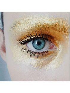 Gold Eyeshadow | @andwhatelse
