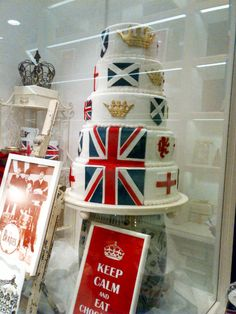 Bit much? Queens Birthday Cake, Queen Birthday, Flag Cake, Union Flags, Blue Party, Save The Queen, London Calling, Decorated Cakes, Window Displays