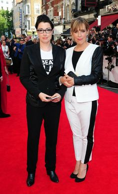 If in doubt, wear the inside-out version of your guest's outfit: Sue Perkins (left) and Mel Giedroyc arriving for the BAFTAs Androgynous Fashion, Tomboy Fashion, Tomboy Style, Mel And Sue, Sue Perkins, Rachel Ward, Black And White Style, Brazilian Models, British Actors