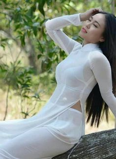 Best 12 Beautiful Chinese women girls in the world Vietnamese Traditional Dress, Vietnamese Dress, Traditional Dresses, Beautiful Chinese Women, Beautiful Asian Girls, Ao Dai, Vietnam Girl, Asian Hotties, Sexy Asian Girls