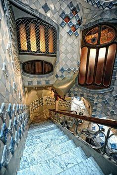 - Architecture – Antoni Gaudi – Art Nouveau – Modernisme Catalan – Casa Batllo – B… Architecture – Antoni Gaudi – Art Nouveau – Catalan Modernism – Casa Batllo – Barcelona, Spain - Architecture Art Nouveau, Beautiful Architecture, Beautiful Buildings, Art And Architecture, Architecture Details, Beautiful Places, Modern Buildings, Barcelona Architecture, Hotel W