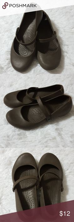 7c12ecb9bf2877 Crocs Alice Work Shoes Expresso Slip-Ons Brand  Crocs Color  Brown Size (