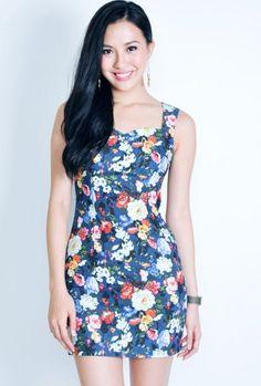 Vestido florido azul curto