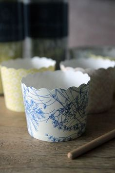 Set of 25 Pretty Muffin Cases/Ice Cream Cartons - Blue Cow Parsley
