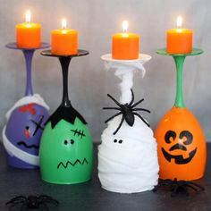 These Halloween wine glass candles are easy Halloween crafts to make for DIY Halloween decorations. Perfect for a Halloween party centerpiece.Prepare your home for Halloween with these budget-friendly homemade Halloween decorations. Comida De Halloween Ideas, Dulceros Halloween, Table Halloween, Homemade Halloween Decorations, Halloween Candles, Halloween Crafts For Kids, Holiday Crafts, Diy Halloween Videos, Halloween Centerpieces