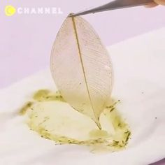 This is so beautiful 🍂 - - This is so beautiful 🍂 DIY & Crafts Das ist so schön 🍂 Diy Jewelry Unique, Diy Jewelry To Sell, Jewelry Crafts, Leaf Jewelry, Diy Crafts Hacks, Diy Home Crafts, Diy Arts And Crafts, Diy Resin Art, Resin Crafts