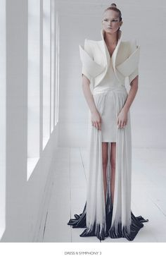 VISIT FOR MORE Sculptural Fashion with elegant curves & angles; fashion design details // ILJA // For when your glamorous ambassador Vulcan parents come to town. Origami Fashion, 3d Fashion, Fashion Mode, Fashion Week, Fashion Details, High Fashion, Fashion Show, Womens Fashion, Fashion Design