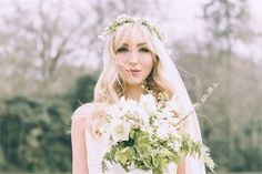 A relaxed hairstyle for your summer wedding day