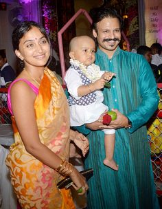 Spotted with wife Priyanka and their cute toddler Vivaan, Vivek Oberoi was seen sporting a cool moustache on Janmashtami. Actress Anushka, Bollywood Actress, Bollywood Stars, Bollywood Fashion, Celebrity Couples, Celebrity Style, Real Life, Bollywood Pictures, Vintage Bollywood