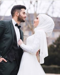 837 people liked hijabi.lovers's post on Insta …- 837 people liked hijabi. Hijabi Wedding, Wedding Hijab Styles, Muslimah Wedding Dress, Disney Wedding Dresses, Muslim Brides, Pakistani Wedding Dresses, Dress Muslimah, Muslim Women, Wedding Couple Poses Photography