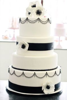 black & white wedding cake with anemone flower accents. if we decided to do a cake i like this alot Pretty Cakes, Cute Cakes, Beautiful Cakes, Amazing Cakes, Simply Beautiful, Black And White Wedding Theme, White Wedding Cakes, Fondant Cakes, Cupcake Cakes