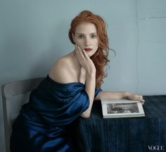 Beauty actress Jessica Chastain photographed by Annie Leibovitz for the December issue of Vogue US. Jessica Chastain, Annie Leibovitz Photos, Vogue Photo, Vogue Us, Most Beautiful Women, Beautiful People, Felix Vallotton, Viviane Sassen, Actress Jessica